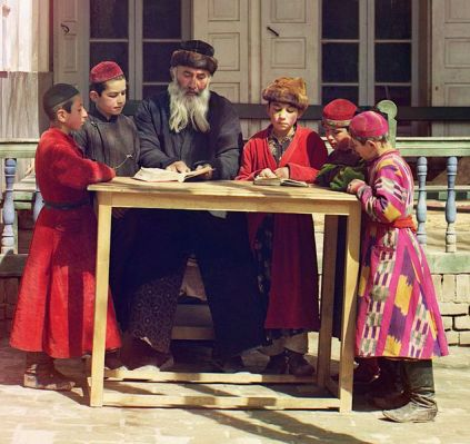 634px-Jewish_Children_with_their_Teacher_in_Samarkand_cropped